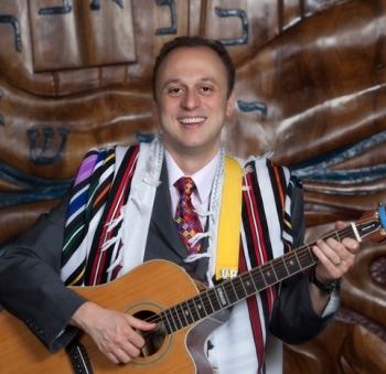 Rabbi-Farbman-with-guitar-edited