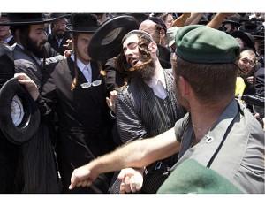 300x233xHaredim_police_Israel-300x233.jpg.pagespeed.ic.dOFntFt1nV