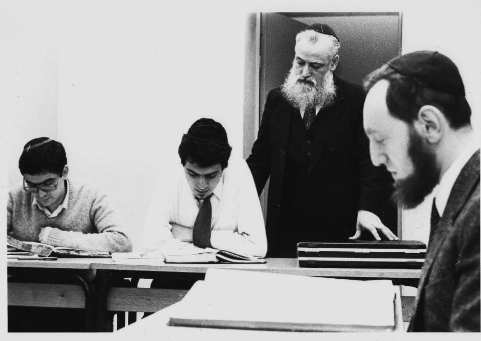 Les rabbins Chouchena et Gugenheim au séminaire rabbinique, 1980